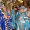 Владыка Арсений награждает протоиерея Алексия Байкова Патриаршей грамотой в связи с 50-и летним юбилеем освящения храма